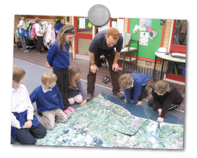 Learning about the local environment using maps